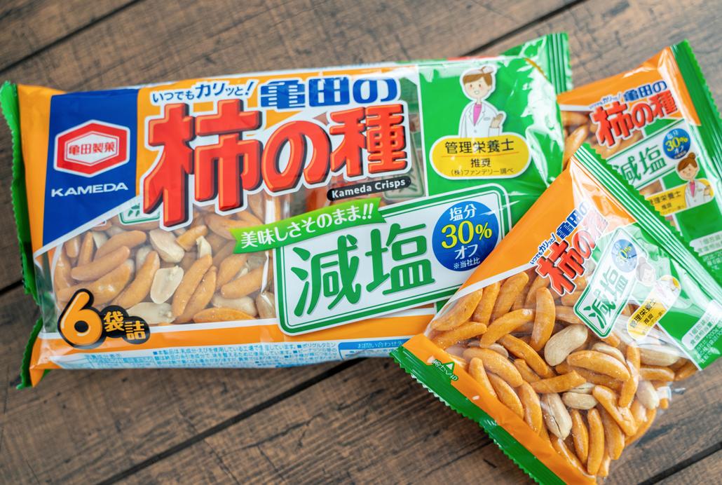 塩分30%オフの「亀田の柿の種」画像1